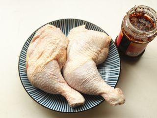 香辣口水鸡,鸡腿清洗干净。