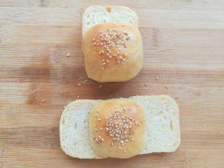 黄豆粗粮迷你汉堡,小面包根据喜好切成2-3块