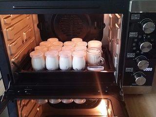 蔓越莓酸奶,酸奶已凝固取出待凉