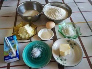 米奇沙拉面包,准备好面团部分的材料。