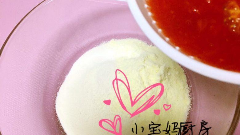 西红柿饼,配方奶粉、<a style='color:red;display:inline-block;' href='/shicai/ 519'>面粉</a>、西红柿泥搅拌