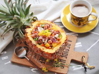 粗粮凤梨炒饭,根据喜好,可以撒少许葱花,即可享用。