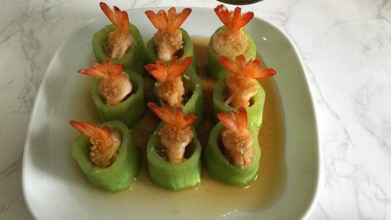丝瓜酿虾,出锅淋上亚麻籽油。