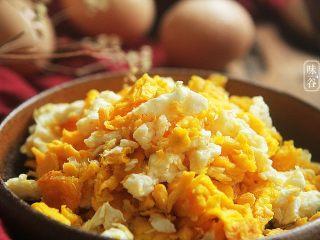 赛螃蟹~用鸡蛋做出海鲜味,习惯性的来个特写,色诱一下亲们的味觉。