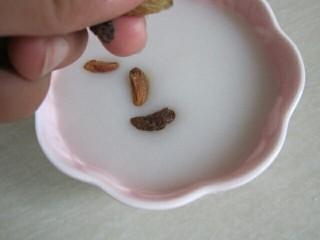 果干莲藕羹,食用时撒上果干即可。