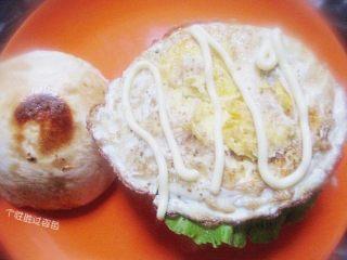 中式汉堡,剩馒头也有春天,挤上沙拉酱