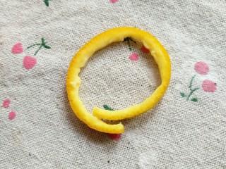 冰橙山药,7.用橙子皮切一圈当做花篮的提手。