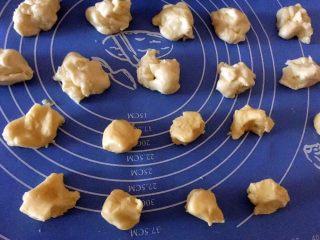 一口酥,油皮,油酥均匀分成20等份