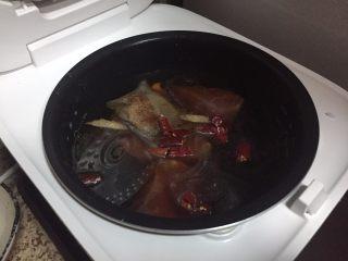 麻辣牛肉丝,煲剧小零嘴,再加点干辣椒;