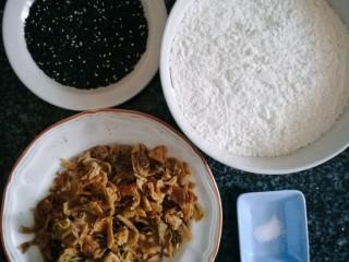 鸡内金黑芝麻薄脆饼,准备好所有食材,鸡内金中药店有售。鸡内金有一股特殊的味道,所以量不能太多,与面粉的比例不要超过1:15。
