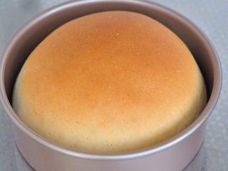 披薩派對面包,烤箱選擇180度,烘烤20分鐘。出爐后晾到不燙時脫模,用袋子裝起保存,面團表面會變柔軟。