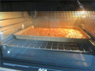 好吃的根本刹不住啊--焦糖杏仁酥饼,烤箱提前预热,170度上下火32分钟