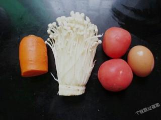 番茄金针菇蛋汤,准备食材
