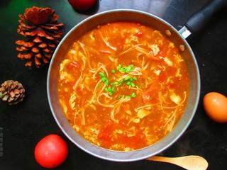 番茄金针菇蛋汤,酸甜可口,营养满分,五分钟就可以搞定的汤