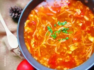 番茄金针菇蛋汤,我的微信公众号:个性胜过姿色,关注后,在做菜过程中有任何疑问都可以咨询