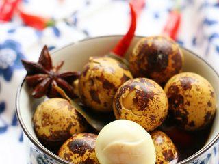 五香鹌鹑蛋,入味后剥壳即可食用
