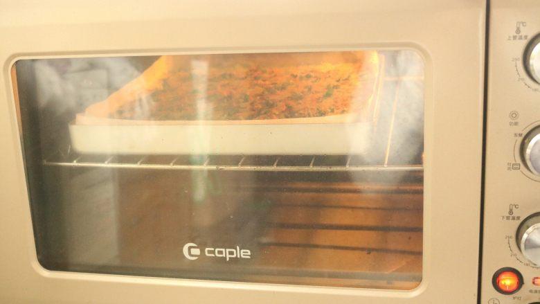 肉松蛋糕卷,烤箱预热120度,中层烤25分钟,表面上色后,用上管再烤几分钟,表面金黄。