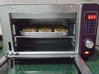 圣女果芝士挞,送入预热好的烤箱中层:180度,约烤25分钟