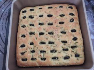 佛卡夏,再继续放入烤箱中烘烤至结束,佛卡夏面包完成