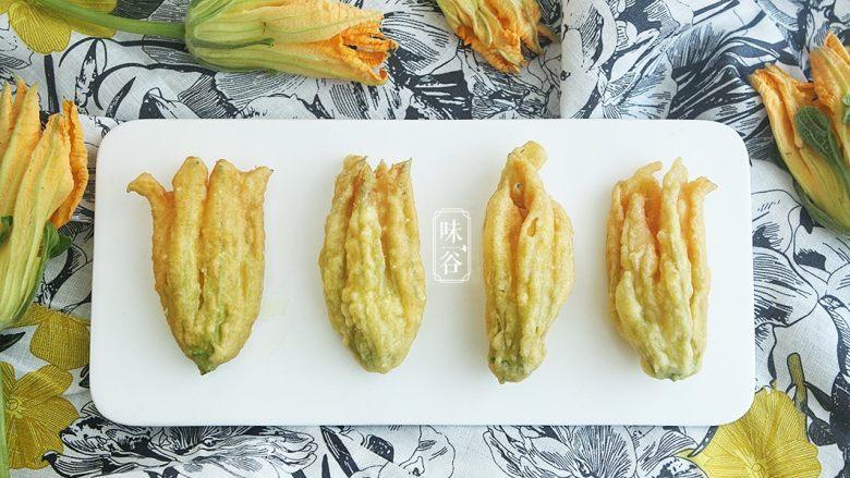 酥炸南瓜花,习惯性的来个特写,色诱一下亲们的味觉。