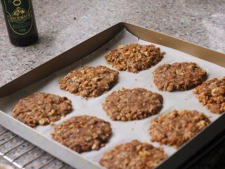 燕麦核桃饼干,8、依次完成。