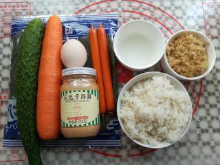 金顶寿司,做寿司用的主要材料准备好,寿司醋用白醋加白砂糖按2:1的比例调制好