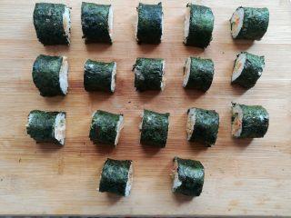 金顶寿司,寿司按照自己觉得合适的长度切成小块