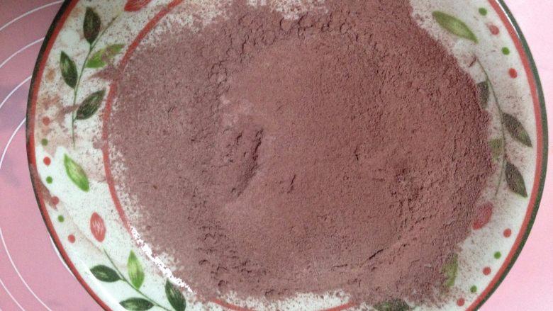 红丝绒蛋糕卷,低粉和红曲粉充分混合过筛两次备用