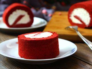 红丝绒蛋糕卷,配上咖啡