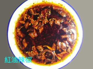 红油辣椒,一盘色香味俱全的特色红油辣椒呈现眼前。