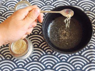 初夏的小清新——豆乳凉面,碗底加入一点点盐、少量鸡精;