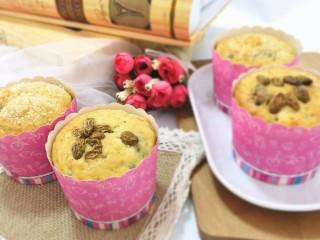 香蕉马芬(媲美妙芙蛋糕),葡萄干有点烤干了,建议大家用蔓越莓。