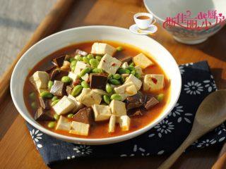 毛豆米双色豆腐,端上桌了。