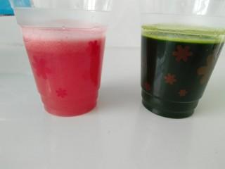 彩色猪皮冻,红色的是西红柿汁,绿色的是菠菜汁。