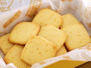 柠檬饼干,喜欢柠檬味道的可以试试,一定会爱上它。