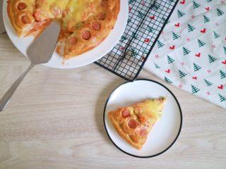 培根火腿鲜虾披萨,190度烤20-25分钟左右
