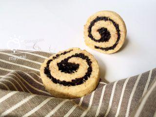 黑米年轮小卷饼干,成品。