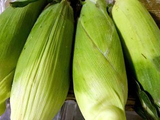香浓玉米汁,营养不浪费,买回来的玉米棒子。