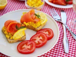 三文鱼鸡蛋三明治