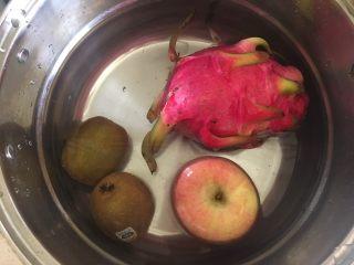 夏日果味酵素饮品,泡水洗净
