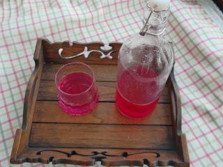 夏日果味酵素饮品,有点像格瓦斯的味道,但是比格瓦斯好喝多了。