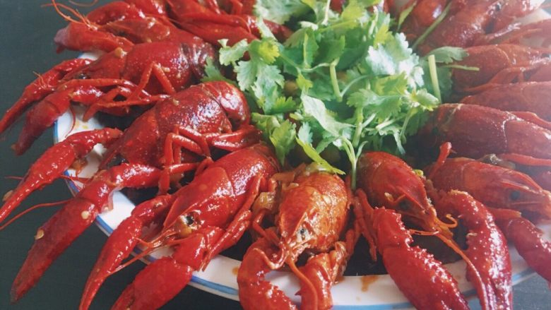 川味儿麻辣小龙虾,再收汁(看个人喜欢汁多还是汁少),最后试味起锅