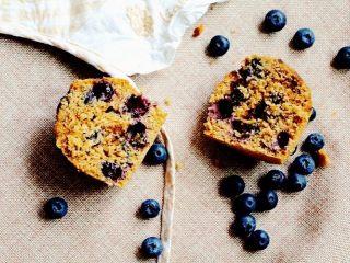 蓝莓麦芬蛋糕,直到表面完全膨胀,并呈现棕红色即可出炉。