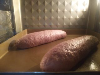 紫薯亚麻籽软欧,放烤箱选择发酵区域,关闭下管后发酵30分钟