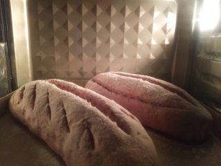 紫薯亚麻籽软欧,放烤箱上下管170度,20分钟