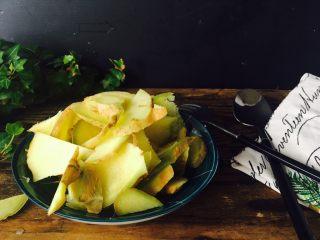 姜枣膏,需要食材,一一介绍一下:生姜切片,块都可以。