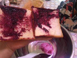 自制蓝莓酱,盆里有些剩余,就尝了一下味道,很不错