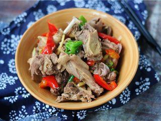 最适合夏天的下酒菜——香辣沙锅鸭,一鸭两吃,很赞哦。