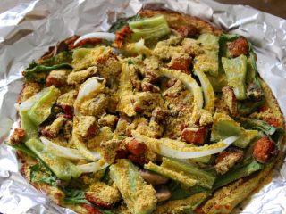健康低热量披萨,{选择做或不做,不必要}考完拿出来,让后在上面撒一大勺(15ml)营养酵母粉