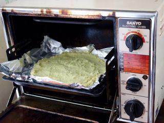 健康低热量披萨,放在190度的烤箱里烤15分钟